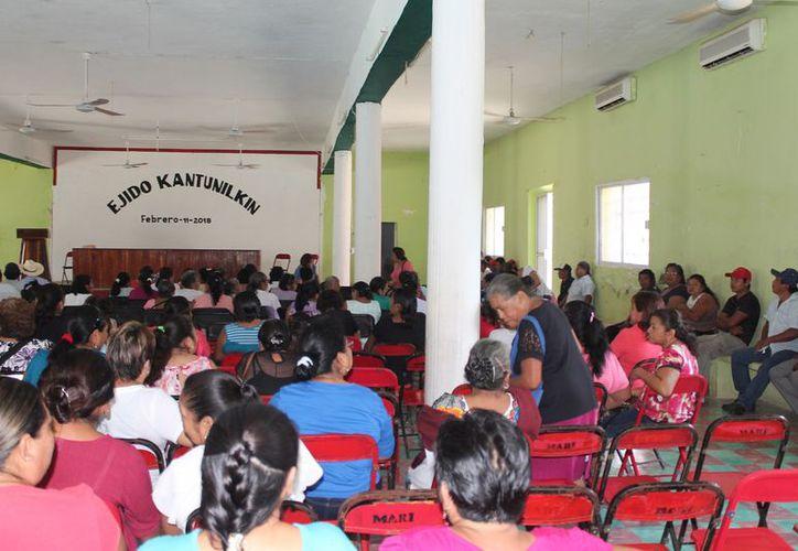 Reunión de los ejidatarios del municipio Lázaro Cárdenas. (Raúl Balam/SIPSE)