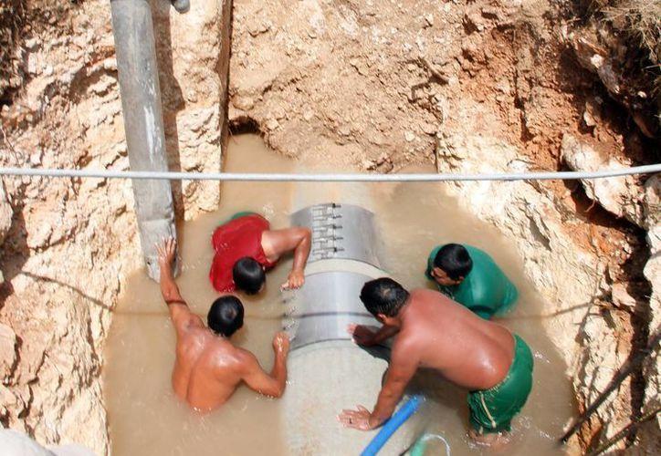La fuga de agua provocó la suspensión del servicio en 10 colonias del noreste de Mérida. (SIPSE)