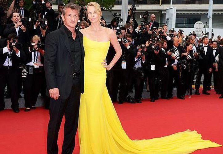Sean Penn y Charlize Theron, la pareja más fotografiada en la alfombra roja de Cannes. (Fotografía: WireImage)