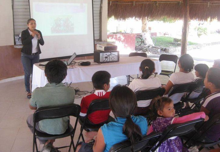 Fueron 30 pequeños de Bacalar quienes conocieron sobre la Convención de Niños, Niñas y Adolescentes. (Javier Ortiz/SIPSE)