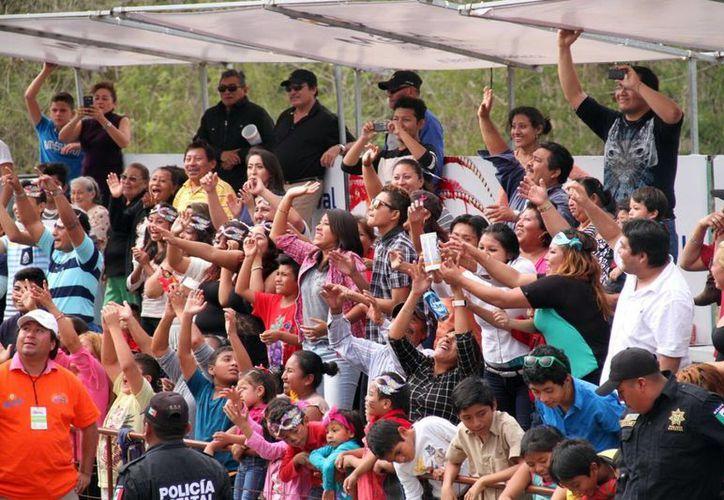 En el Carnaval de este año hubo elevada afluencia de personas que disfrutaron los desfiles con orden y seguridad. (Milenio Novedades)