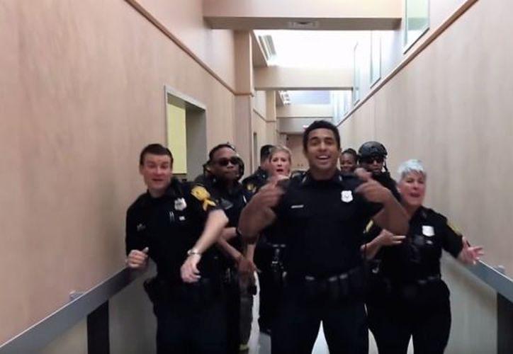 """Uno de los videos más exitosos fue el que realizó el Departamento de Policías de Norfolk, Virginia sobre """"Uptown Funk"""" de Bruno Mars. (Captura de pantalla)"""