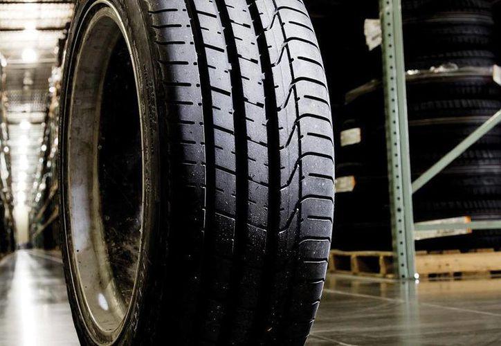 La marca pretende elevar a 5.5 millones su producción de neumáticos. (caranddriver.com)