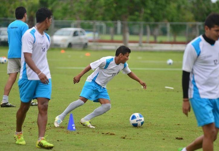 Los Venados del Mérida sostuvieron ayer su segunda jornada de prácticas en Tamaché. (Luis Pérez/SIPSE)