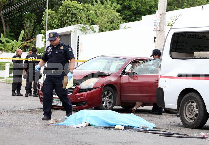 La pasajera de un colectivo falleció aplastada por el choque. (SIPSE)