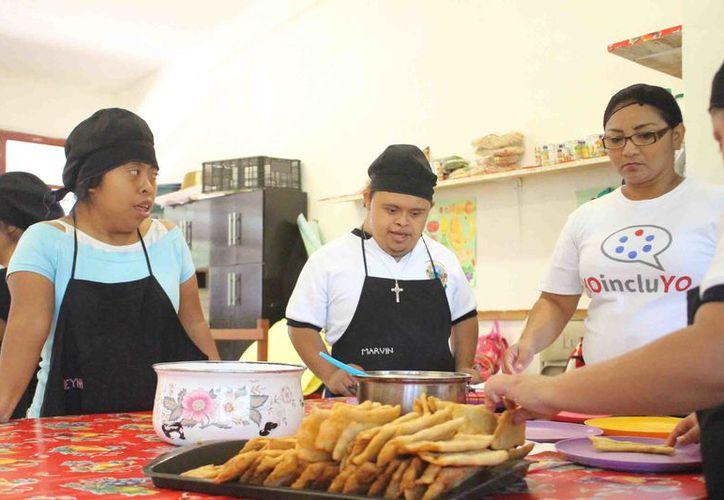 Tres jóvenes que están a punto de egresar, ya trabaja con algunas empresas incluyentes.