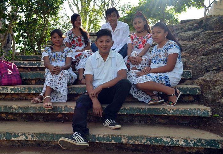 Jóvenes de la comunidad de Xaya componen canciones de rap y hip-hop en lengua maya. (Foto: Milenio Novedades)