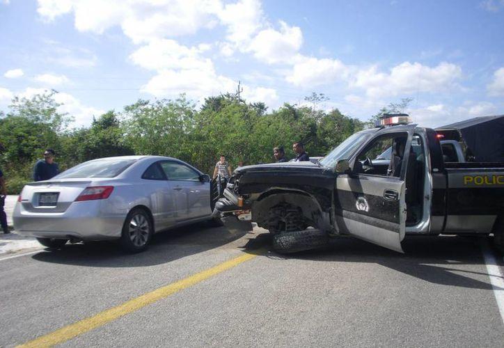 La patrulla terminó varada en la carretera en sentido contrario. (Redacción/SIPSE)