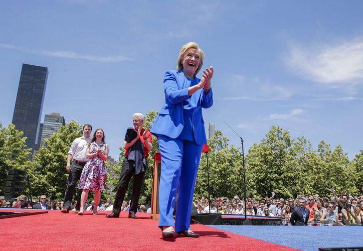 Hillary Clinton fue la primera en destapar sus intenciones de contender por la presidencia de Estados Unidos. De hecho, la esposa del expresidente Bill Clinton ya inició un recorrido por varios estados. (EFE/Archivo)