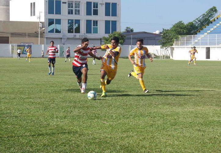 Pioneros de Cancún se quedó con el punto extra y llegó a las 11 unidades, mientras que Ejidatarios subió a 12 puntos. (Ángel Mazariego/SIPSE)