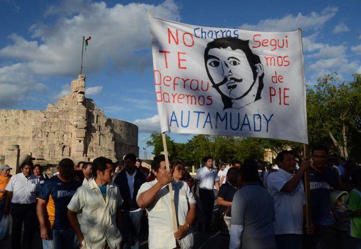 Estudiantes marcharon de nuevo en apoyo de los huelguistas de la Uady. (Cuauhtémoc Moreno/SIPSE)