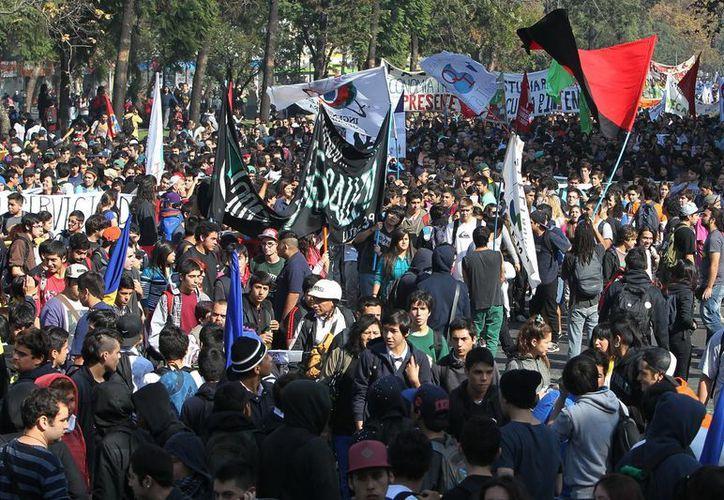 La marcha recorrió unas 30 cuadras, se desarrolló con tranquilidad. (EFE)