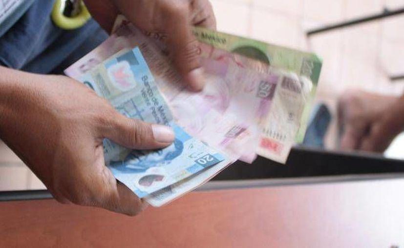 Grupo de mujeres fueron víctimas de una estafa por parte de un empresa financiera inexistente en Chicxulub Puerto. (Milenio Novedades)