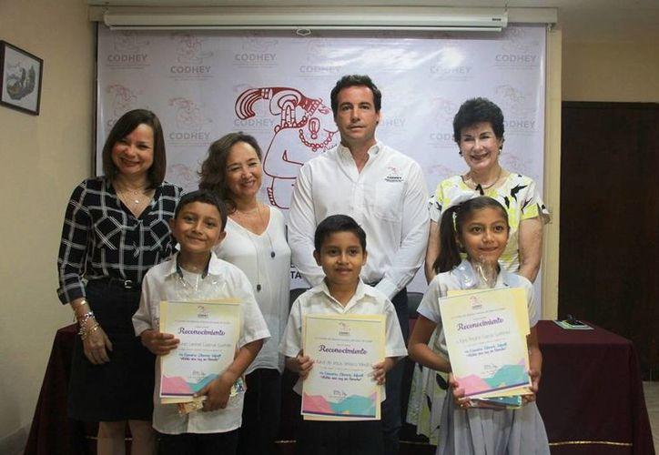 La Codhey suma 11 años organizando y premiando a niños participantes en un concurso de cuentos basados en los derechos de los menores de edad. En la foto, ganadores de la categoría A. (Fotos cortesía)
