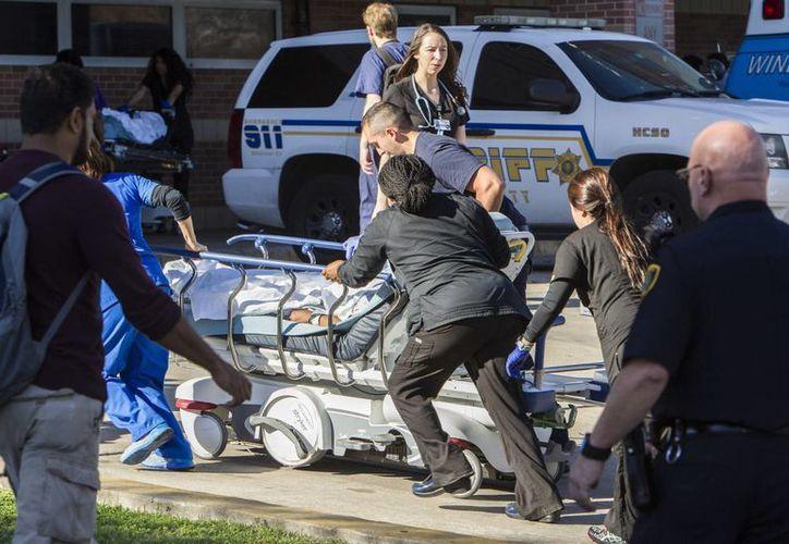 La policía recibió aviso de disparos en un centro médico de Texas la tarde del martes. (Brett Coomer/Houston Chronicle vía AP)
