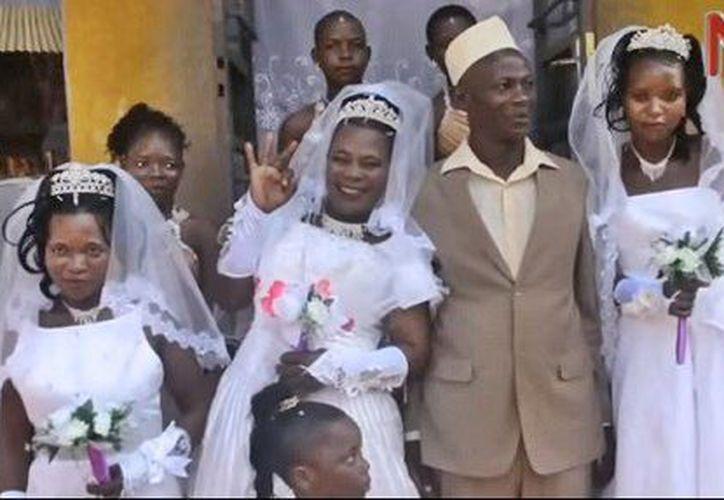 Un ugandés de 50 años se casó con tres mujeres. (Twitter)