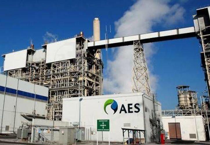 Ya hay dos nuevos reglamentos que ayudarán a que las empresas sean más seguras. En la foto, la planta AES Mérida III, que genera electricidad por gas natural y diesel a la CFE y que no ha tenido un solo accidente laboral en 10 años. (Milenio Novedades)