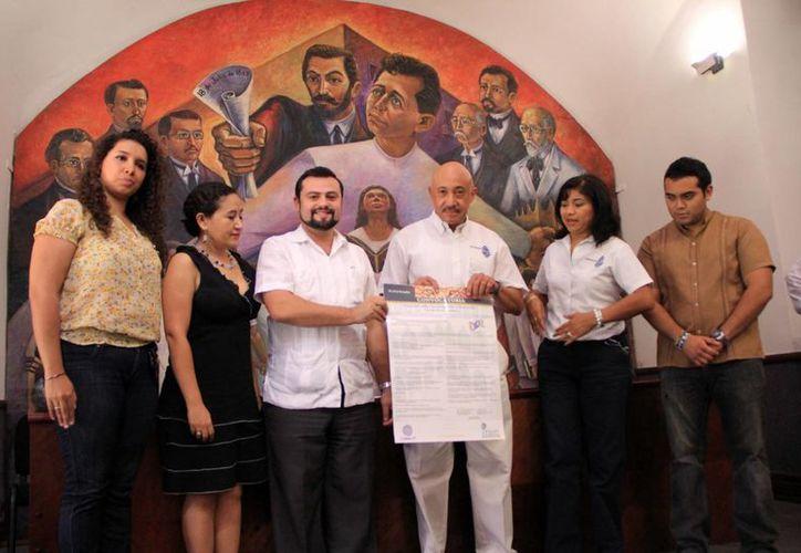 Anuncio del Congreso sobre Investigación y Desarrollo; Jóvenes investigadores. (José Acosta/SIPSE)
