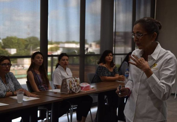 Patricia Ancira, consultora, impartió la conferencia 'El poder está en ti, mujer', en Mérida. (Cecilia Ricárdez/SIPSE)