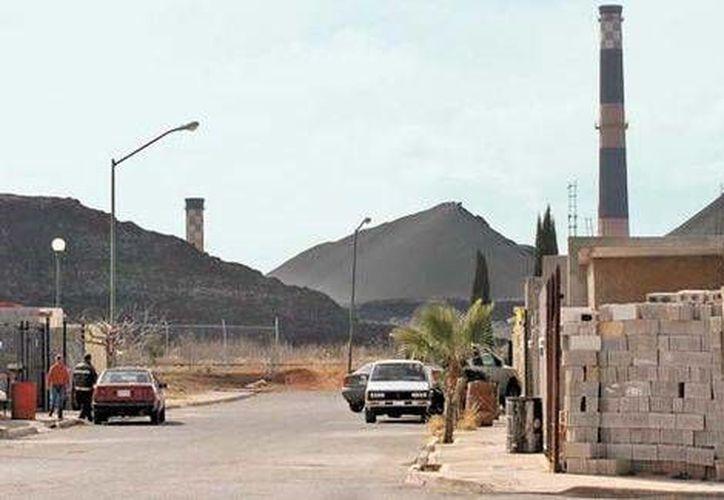 Los niños que han sido objeto de estudio por posible intoxicación por plomo viven en el fraccionamiento Residencial Los Nogales, que está a escasos metros de la ex Fundidora Ávalos. (Milenio)