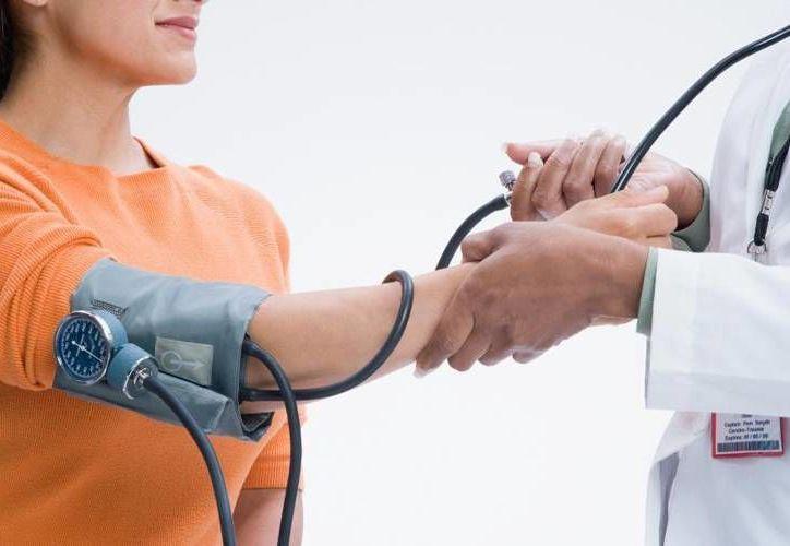 Los factores de riesgos de la presión elevada se ven por lo general cuando el individuo comienza con la vida laboral. (Contexto/Internet)
