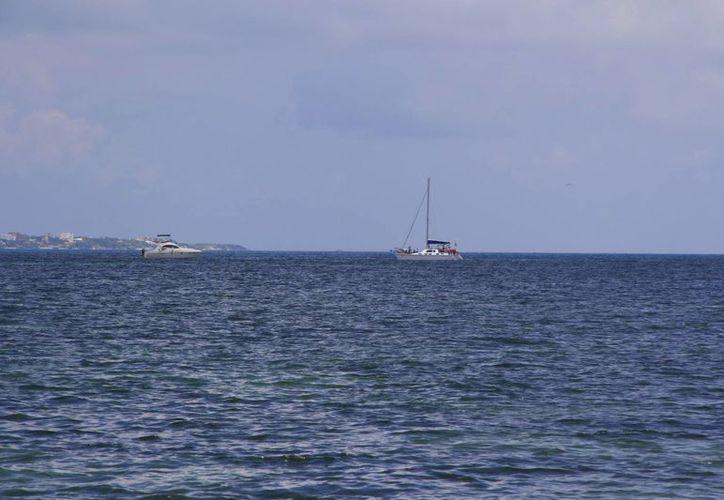 De 18 a 23 embarcaciones realizan los recorridos al Arrecife Maya diariamente. (Tomás Álvarez/SIPSE)
