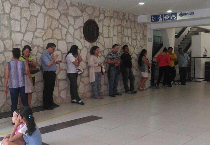 En el sitio ya se encuentran aproximadamente 20 personas esperando realizar su voto. (Redacción/SIPSE)
