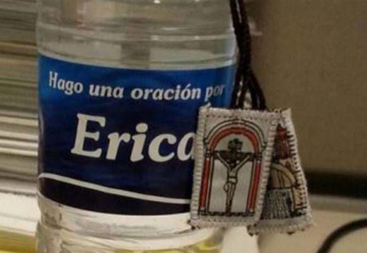 Iglesia del Santo Cristo del Ojo de Agua, encabezada por el sacerdote Humberto Álvarez, lanzó sus propia campaña de 'tu nombre en un envase', pero de agua bendita. Además de ayudar a construir una campaña, los consumidores 'compran' una oración. (pulso-ciudadano.com)