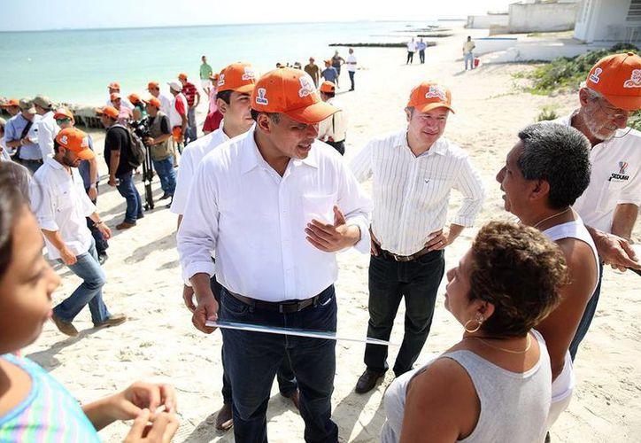 El pasado 11 de agosto el Gobernador acudió a verificar el proyecto de rescate de playas. (Archivo/SIPSE)
