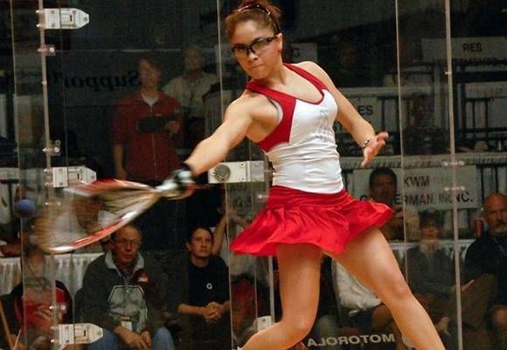 Paola Longoria, invicta en 100 juegos, ha ganado 25 títulos de manera consecutiva. (mediotiempo.com)