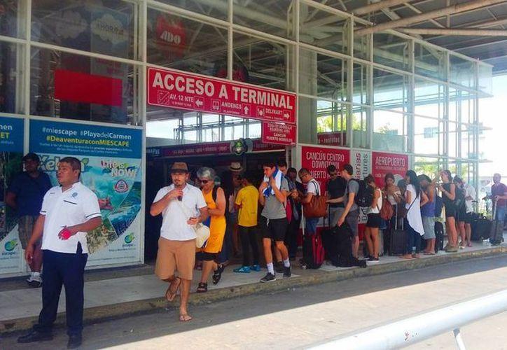 Los pasajeros aprovecharon descuentos de hasta el 50%. (Foto: Daniel Pacheco/SIPSE)