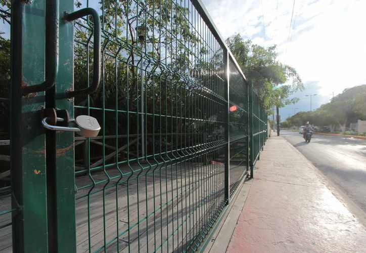 El Parque del Cenote permanecía ayer por la tarde cerrado. (Gustavo Villegas/SIPSE)