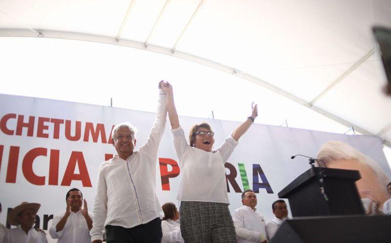 La candidata a presidenta municipal de Solidaridad por la coalición Morena-PT, Laura Beristain se reunió con Andrés Manuel López Obrador. (Foto: Redacción)