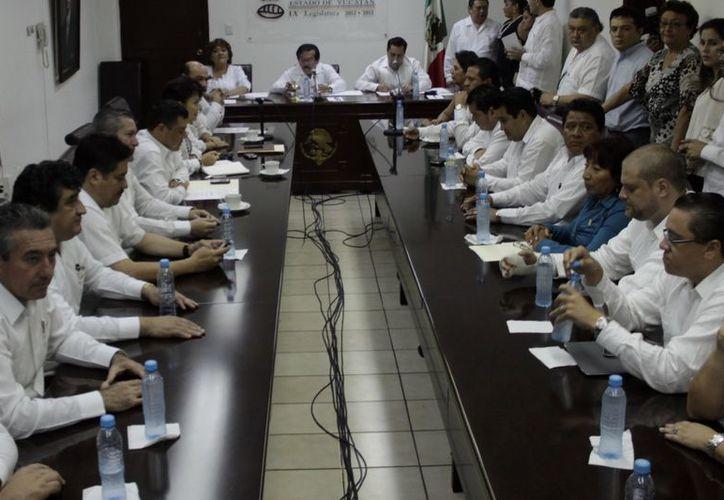 La Comisión de Puntos Constitucionales del Congreso de Yucatán durante la  sesión de ayer. (SIPSE)