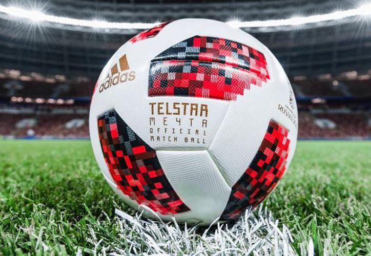 El Mundial ya tiene mucho sabor, y ahora solo le falta un poco más de color, por eso se estrenó el Telstar 18 Mechta (Foto: Twitter @adidasfootball)