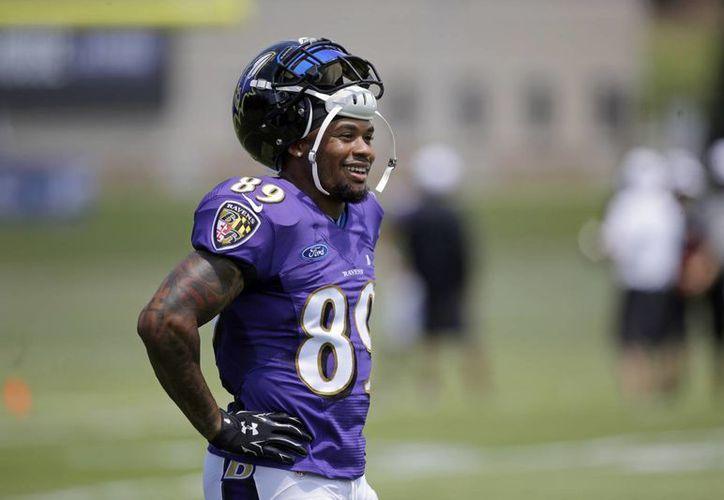 El receptor veterano de los Baltimore Ravens, Steve Smith, anunció este lunes que la temporada del 2015 será su última como jugador de la NFL, en la imagen Smith durante los entrenamientos previo al inicio de temporada. (AP)