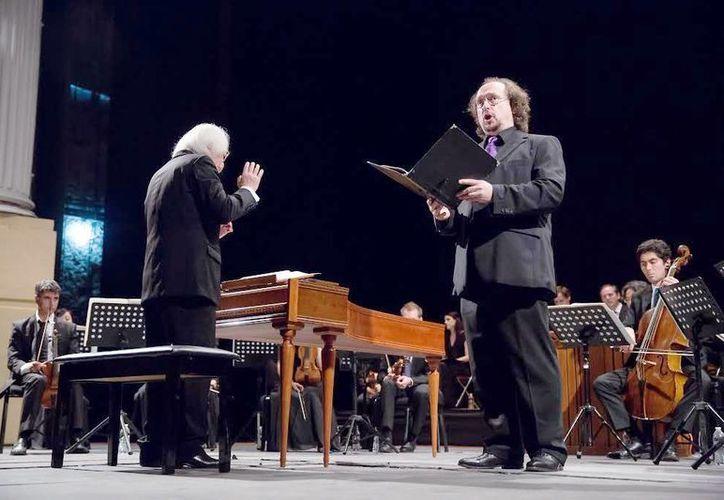 """Bajo la dirección de Masaaki Suzuki, los músicos iniciaron la velada con la interpretación de la """"Cantata BWV 97 In allen meinen taten"""" en el Peón Contreras.(Milenio Novedades)"""