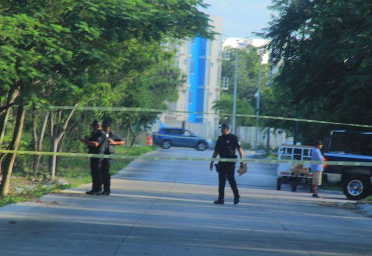 Cuerpos de emergencia se hicieron cargo de acordonar el área e iniciar la investigación correspondiente. (Redacción/SIPSE)
