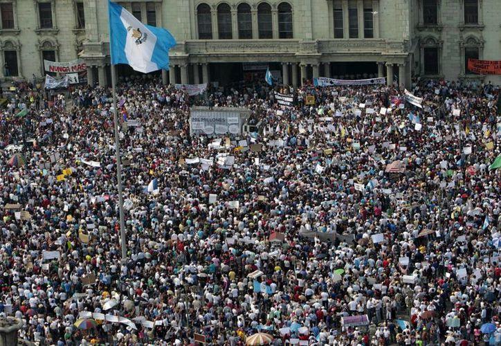 La de este sábado fue una de las mayores manifestaciones que se haya registrado en la historia de Guatemala. (EFE)