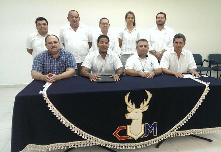 Directiva actual de la Liga Marcelino Champagnat, correspondiente al Centro Universitario Montejo. (Milenio Novedades)