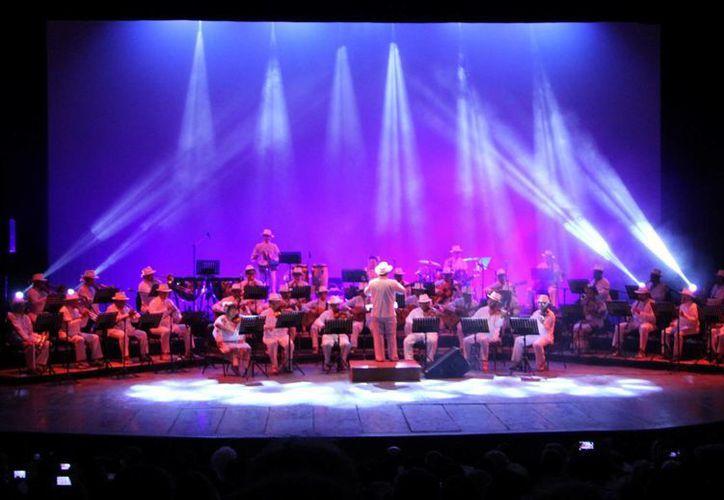La Orquesta Típica Yukalpetén ofreció magno concierto. (Milenio Novedades)