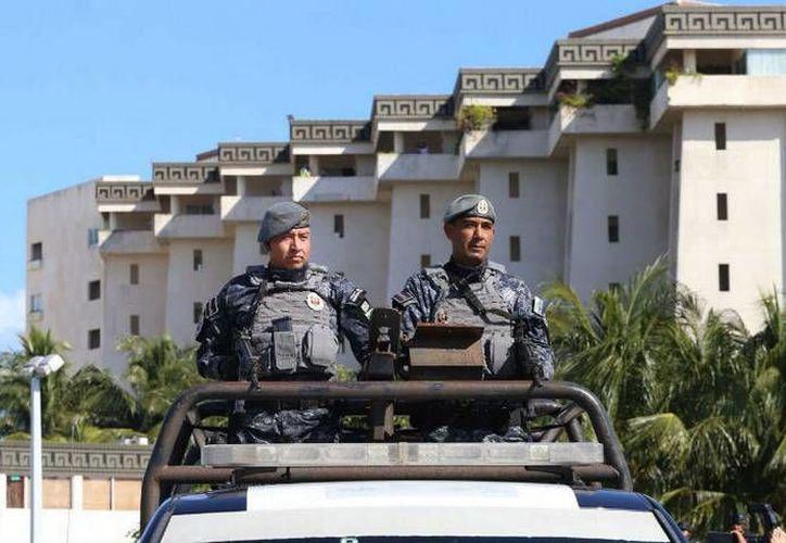 Policías Federales y Estatales vigilarán la zonas turísticas de Cancún, Playa del Carmen y la Rivera Maya. (24Horas)