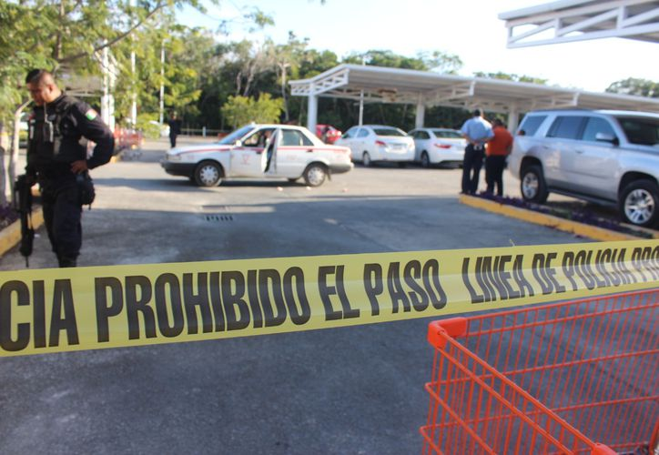 El taxista fue lesionado con arma de fuego en el estacionamiento de un supermercado. (Foto: Redacción/SIPSE)