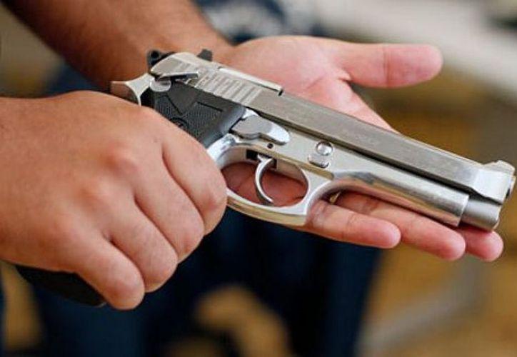 Un juez desechó una demanda promovida por profesores contra la ley que autoriza el uso de armas en universidades de Texas. (Noticias360º)