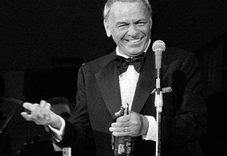 La licencia de conducir está firmada por Frank Sinatra cuando tenía 19 años, un año antes de su primer gran éxito en la industria musical. (AP)