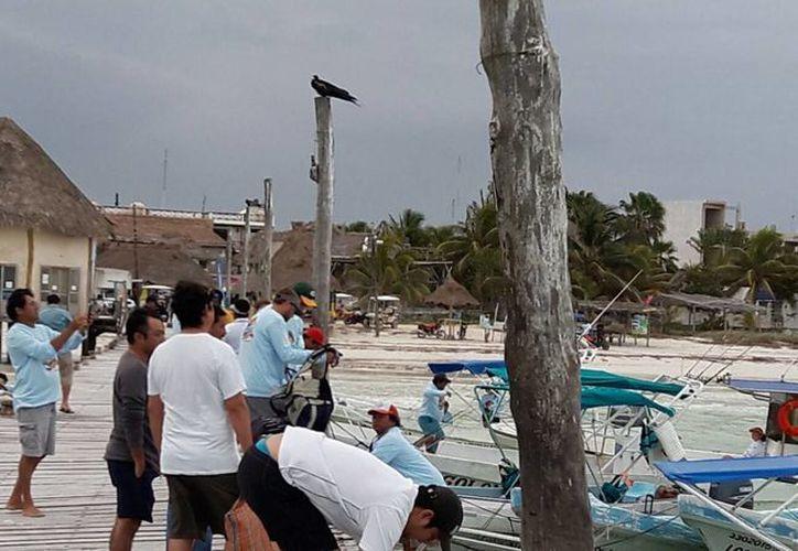 Las autoridades realizaron un torneo de pesca. (Raúl Balam/SIPSE)