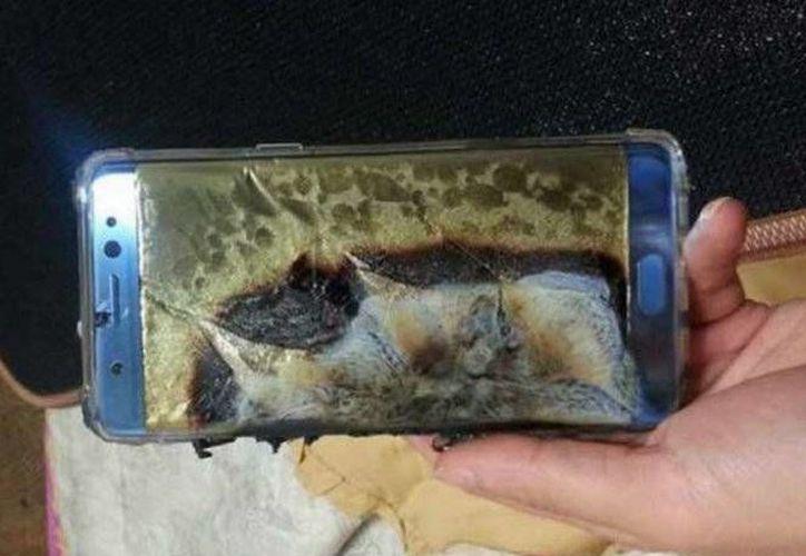 Samsung se vio obligado a retirar su Galaxy Note 7 del mercado debido a una importante falla que hacía explotar el teléfono. (Excélsior)