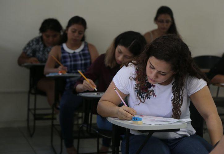 Destacan que los interesados revisen las fechas de pre registro en www.uqroo.mx//admisiones. (Joel Zamora/SIPSE)