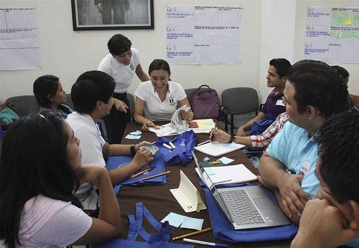 El área de Tutorías de la Uady ha logrado que los alumnos que acuden a ella logren mayor estabilidad en sus estudios. (Cortesía)