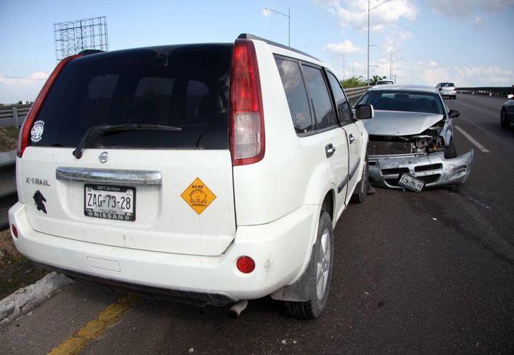 Por suerte en este accidente no hubo lesionados. Los conductores huyeron del lugar. (Milenio Novedades)